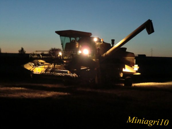 Moisson 2012 avec une New Holland 8050