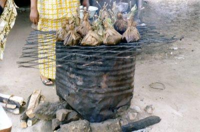 Liboke ou maboke symbole de la cuisine congolaise - Cuisine congolaise brazza ...